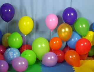 Bunte Luftballons um Farben zu lernen.