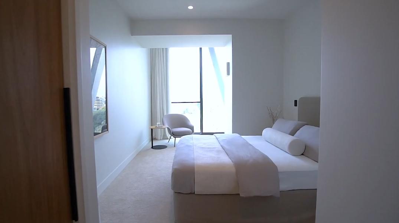 29 Photos vs. Tour 9 Princes St #1306, Auckland Central Luxury Condo Interior Design