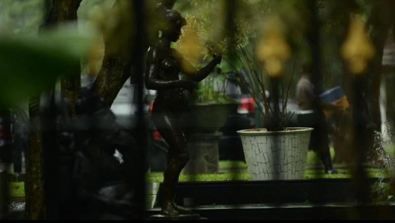 Patung bugil ini tetap dibiarkan karena tak dilewati Raja Salman