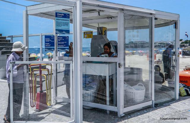 Serviços para banhistas no Posto 5, Praia de Copacabana, Rio de Janeiro