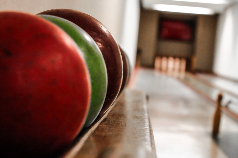 The Difference Between Bowling Balls