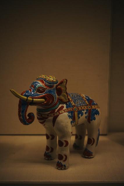 色絵像置物 柿右衛門様式(Kakiemon elephants)