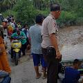 Syamsul Jatuh di Jembatan Sungai Pinggan Inhil, Anaknya Tenggelam dan Belum Ditemukan