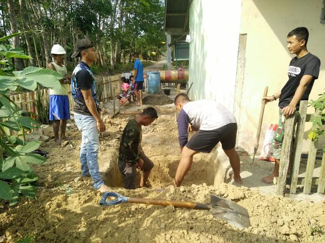 Satgas TMMD Kodim 0415/Batanghari Bangun Jamban di Desa Ladang Peris