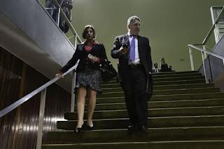 http://vnoticia.com.br/noticia/3956-justica-do-rj-manda-soltar-ex-governadores-garotinho-e-rosinha