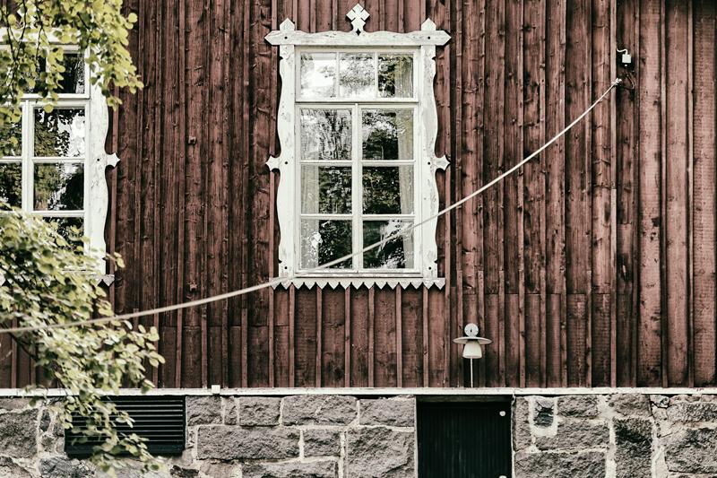 Espoo, ikkunat, Visualaddict, valokuvaaja, Frida Steiner, puutalo, punamulta, vanha talo