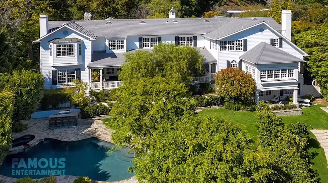45 Photos vs. Ashton Kutcher & Mila Kunis' LA Modern Farmhouse Tour + Former Homes