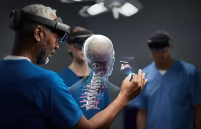 How hololens 2 work with humans