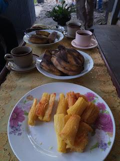 Singkong goreng dan pisang rebus di Villa Koffie Rayap