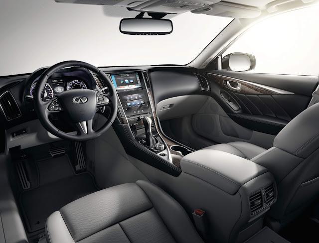 Interior view of 2016 Infiniti Q50 2.0t Premium