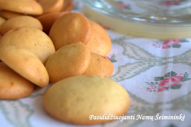 """RECEPTAS: Maži citrininiai sausainiai """"Vienuolės bezdalai"""" - (Katalonija - """"Pets de monja"""")"""