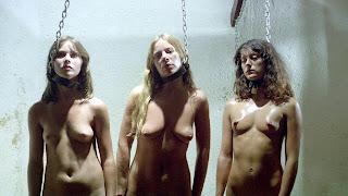 femmes enchainées nues dans DES FEMMES POUR LE BLOC 9, nude captive women in WOMEN IN CELLBLOCK 9, jess franco, wip