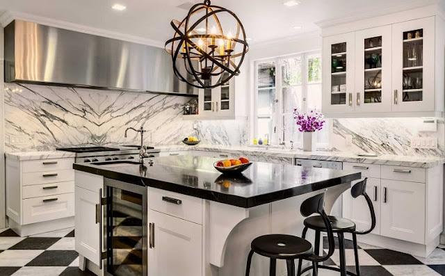 مطبخ ابيض متوسط الحجم بتصميم مودرن مميز 2020