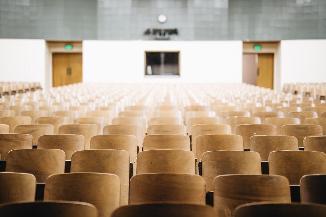 pusta aula wykładowa