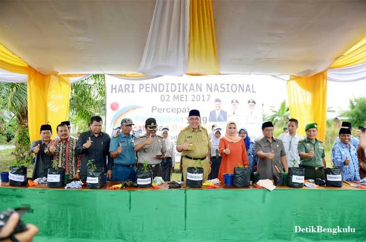 Bengkulu, DetikBengkulu.com, Gubernur RM: Pendidikan Pemutus Mata Rantai Kemiskinan