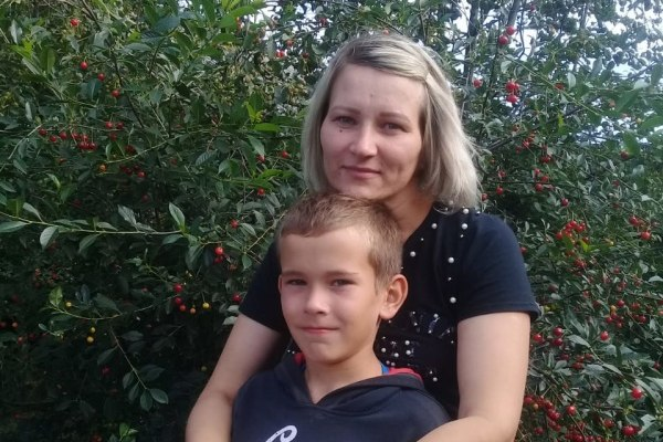В Красноярском крае 10-летний мальчик спас маму из тонущей машины