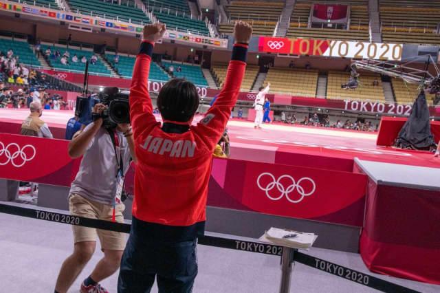 Judoca Abe hifumi comemora abe uta nos Jogos Olímpicos