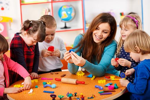 mengajar anak tk