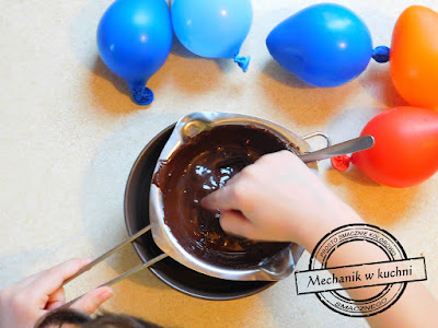 Balony balonowe foremki z czekolady na deser z mascarpone pary przyjęcie party ospaparty ospa konfitura brzoskwiniowa morelowa żółtko z konfitury