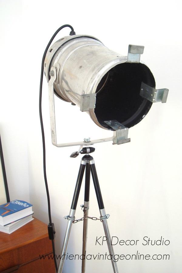 Foco lámpara aluminio antigua como lámpara de pie y decoración