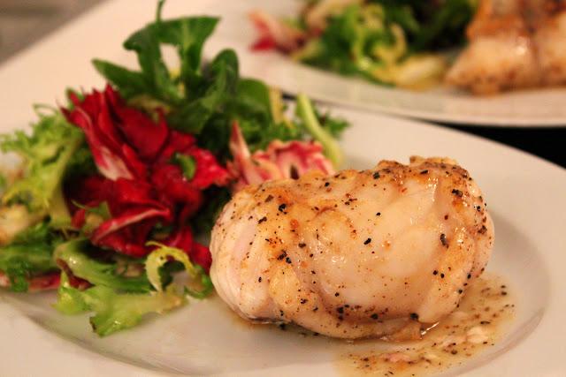 Gebratener Seeteufel mit Noilly Prat und Geflügelfond + Salat | Arthurs Tochter kocht. Der Blog für Food, Wine, Travel & Love von Astrid Paul