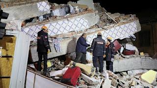 زلزال تركيا خلف 18 قتيلا و البحث مازال مستمر