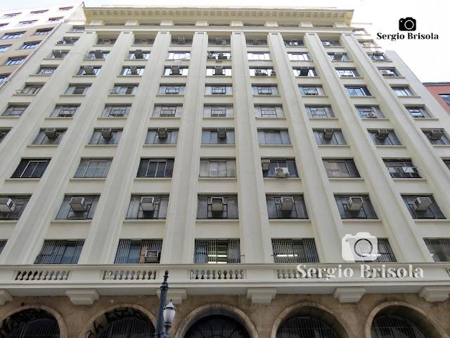 Vista ampla da fachada do Prédio Itaquere - Centro - São Paulo