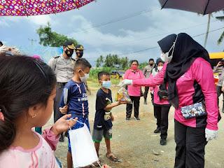 Peduli, Ketua Bhayangkari Polda Sulbar distribusikan Sembako dan logistik
