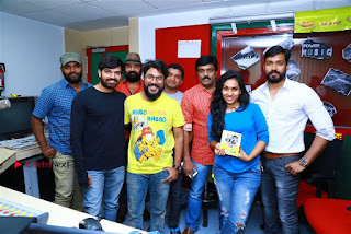 Sanjeev Chetana Uttej at Pichiga Nachav Song Launch at Radio Mirchi Pos  0021.jpg