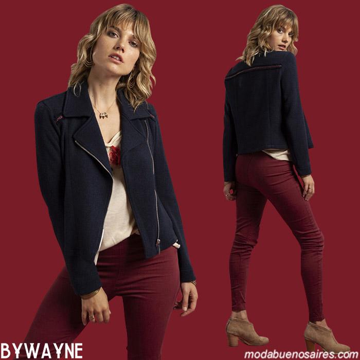 Camperas de paño cortas con cierres y jeans de colores otoño invierno 2019. Moda mujer invierno 2019.