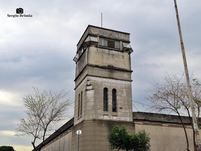 Close-up de uma das Torres de segurança do complexo da Secretaria da Administração Penitenciária - Carandiru - São Paulo