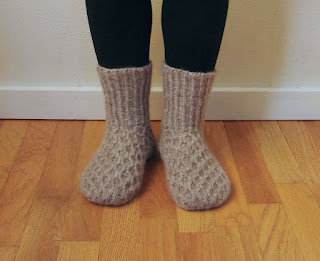 honeycomb, slippers, cabled, ribbed, knit, knitting, pattern, bulky, yarn, tan, neutral