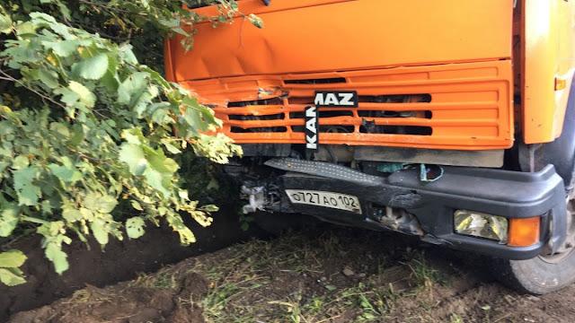 ВАЗ-2114  влетел под КамАЗ