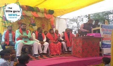 केसरिया के विभिन्न विद्यालयों में धूमधाम से मनाई गई सरस्वती पूजा