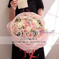 jual hand bouquet, mawar merah,bouquet bunga untuk wisuda, florist advisor,