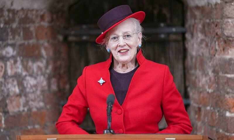 Queen Margrethe and Princess Benedikte visited the Queen's Embroideries exhibition. Red blazer and printed wool coat