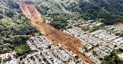 .+Tanah+Longsor 10 Bencana Alam Paling Mengerikan dan Sangat Menakutkan di Dunia