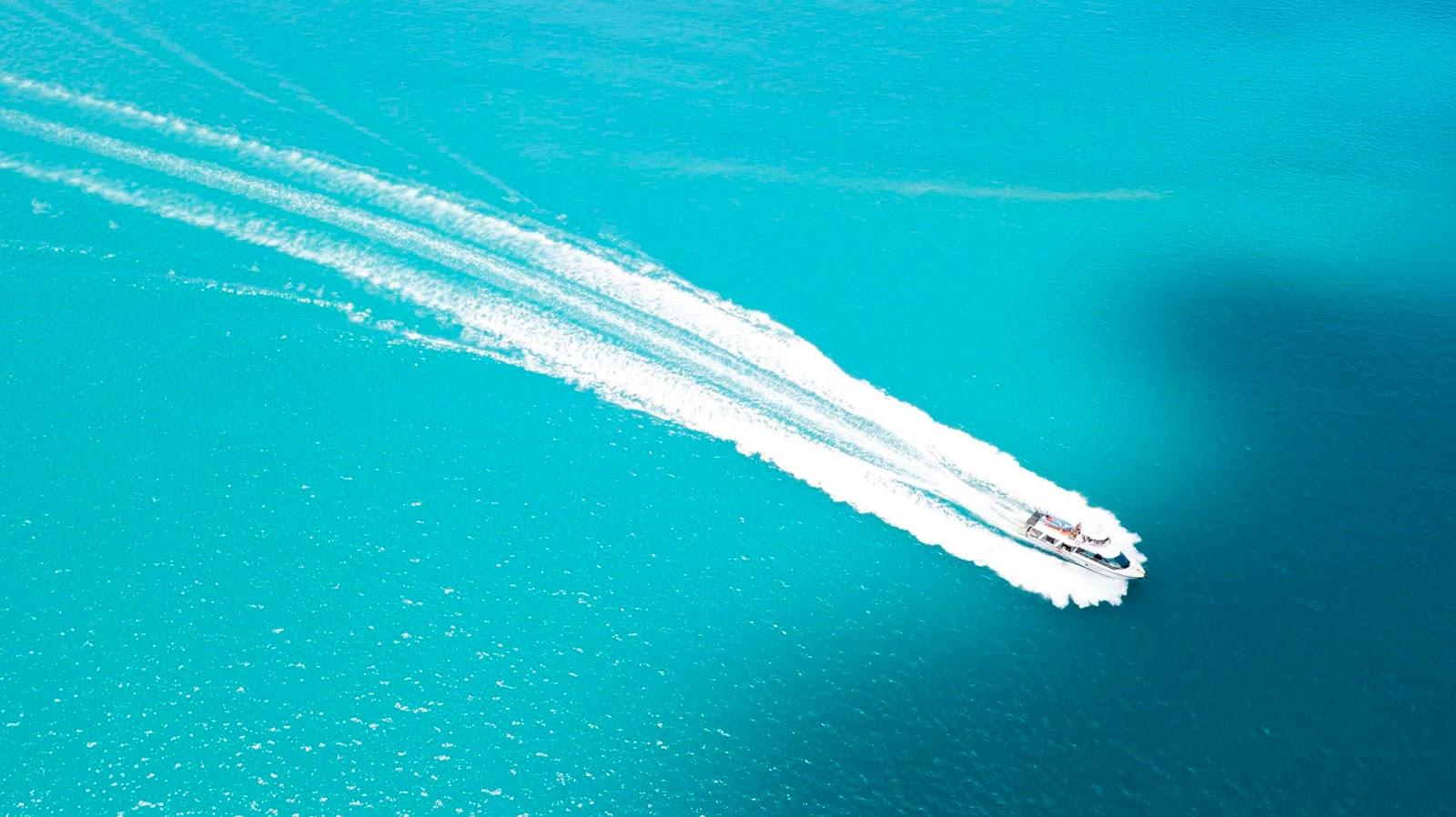 cruise to whitehaven beach