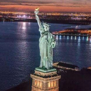 ما هو لون تمثال الحرية في الأصل؟