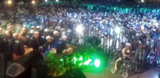 Lautan Manusia Tunggu Kedatangan Ustadz Abdul Somad di Kota Palembang
