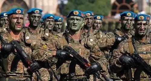 Ξεσηκωμός στην Αρμενία Κατά χιλιάδες σπεύδουν στο μέτωπο -  Oι Αρμένικες δυνάμεις χτύπησαν τεθωρακισμένα Αζέρων
