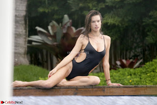 Alessandra Ambrosio international Super Model Spotted in Bikini at a Beach Spicy Pics 003.jpg