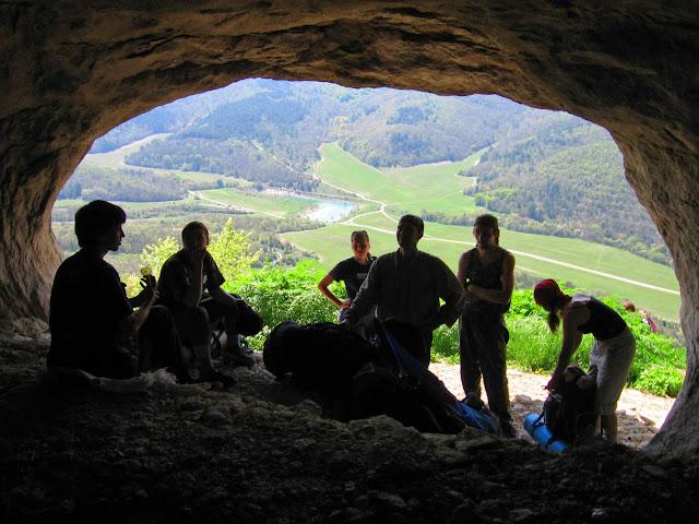 Мангуп, в пещере у подножия обрыва