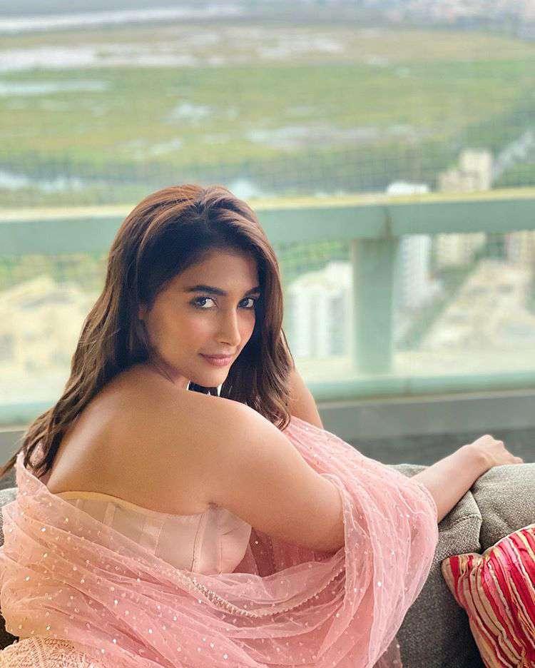 Pooja Hegde Hot Instagram Images