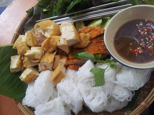 Hoang Cau – A street for food in Hanoi 3