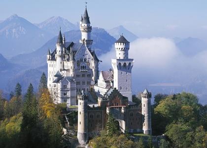 ปราสาทนอยชวานชไตน์ (Neuschwanstein Castle) @ www.huffingtonpost.com