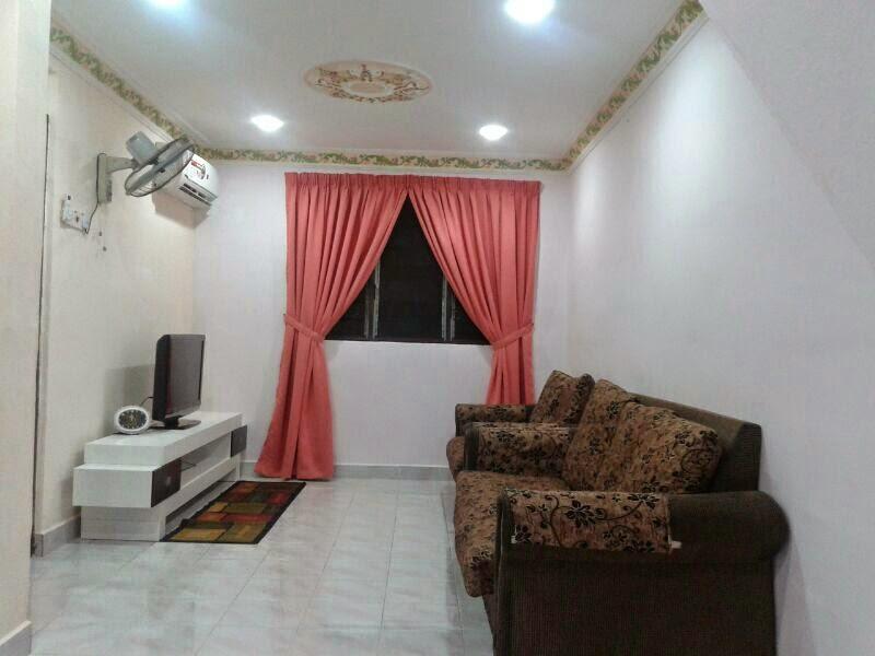 Kedudukan Aircond Di Ruang Tamu Desainrumahid Yang Selesa Dengan Set Sofa Dan El Homestay Penang 013 5845020 2017