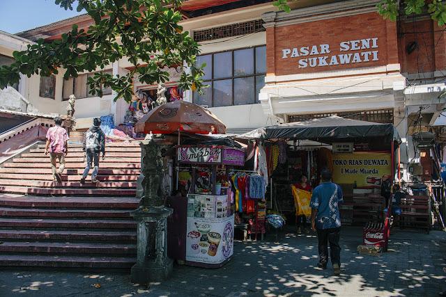 Tempat Wisata Belanja di Bali yaitu Pasar Sukawati
