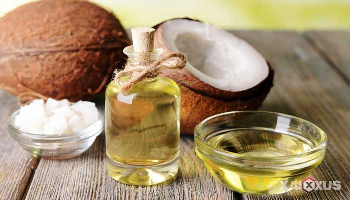 Cara membersihkan kotoran telinga dengan minyak kelapa