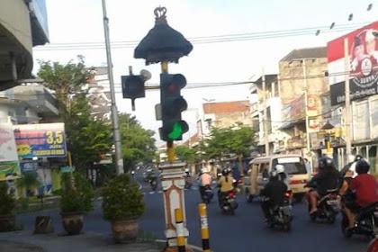 Mungkin ini Traffic Light yang Paling Klasik di Singaraja